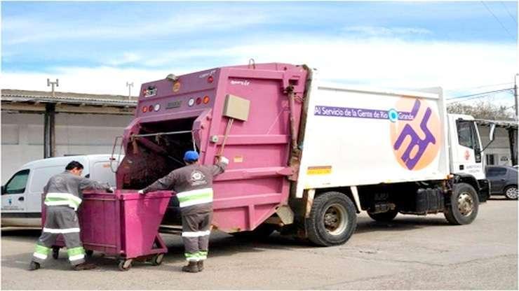 Camioneros inició una huelga que deja a las dos ciudades sin barrido de calles y recolección de residuos.