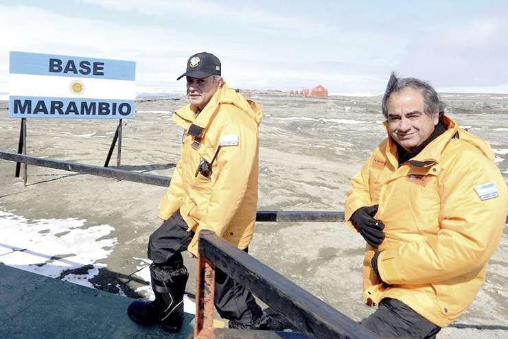 El domingo, el ministro de Defensa visitó las bases argentinas en el sector antártico.