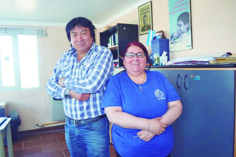 Felipe Concha y Ana Barría, dirigente de la Asociación Trabajadores del Estado.