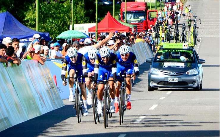 ETIXX QUICKSTEP. La formación belga fue la única que bajó los 24' (Foto: ciclismo xxi).