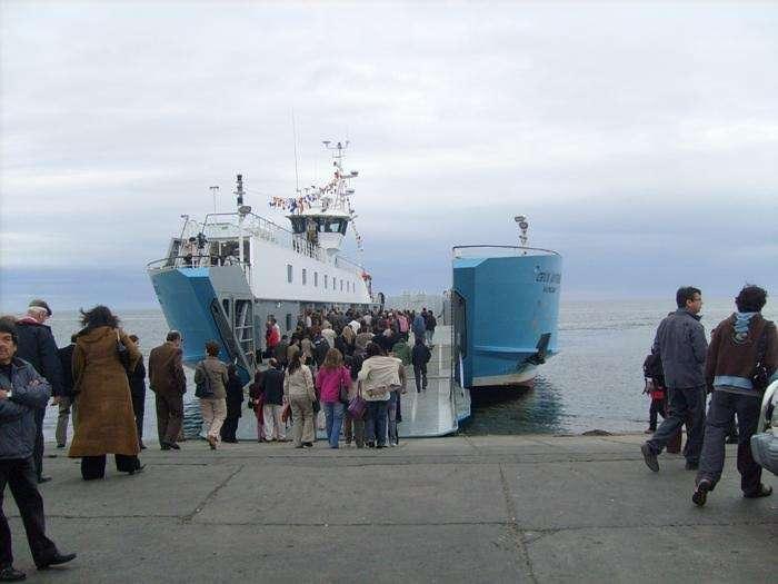 Cerca de 35 mil personas cruzaron la barcaza.