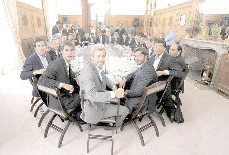 Gobernadores nacionales fueron recibidos en Nación por reforma electoral.