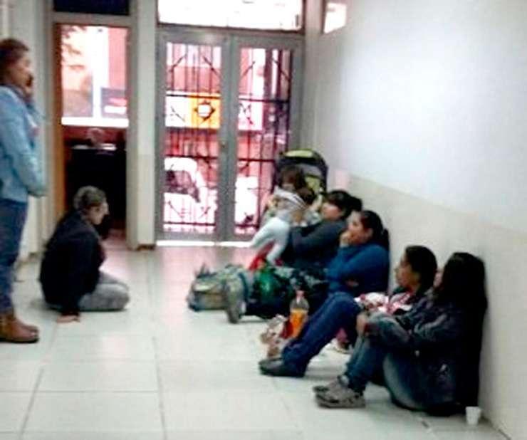 Los beneficiarios de planes permanecieron por algunas horas en Casa de Gobierno.