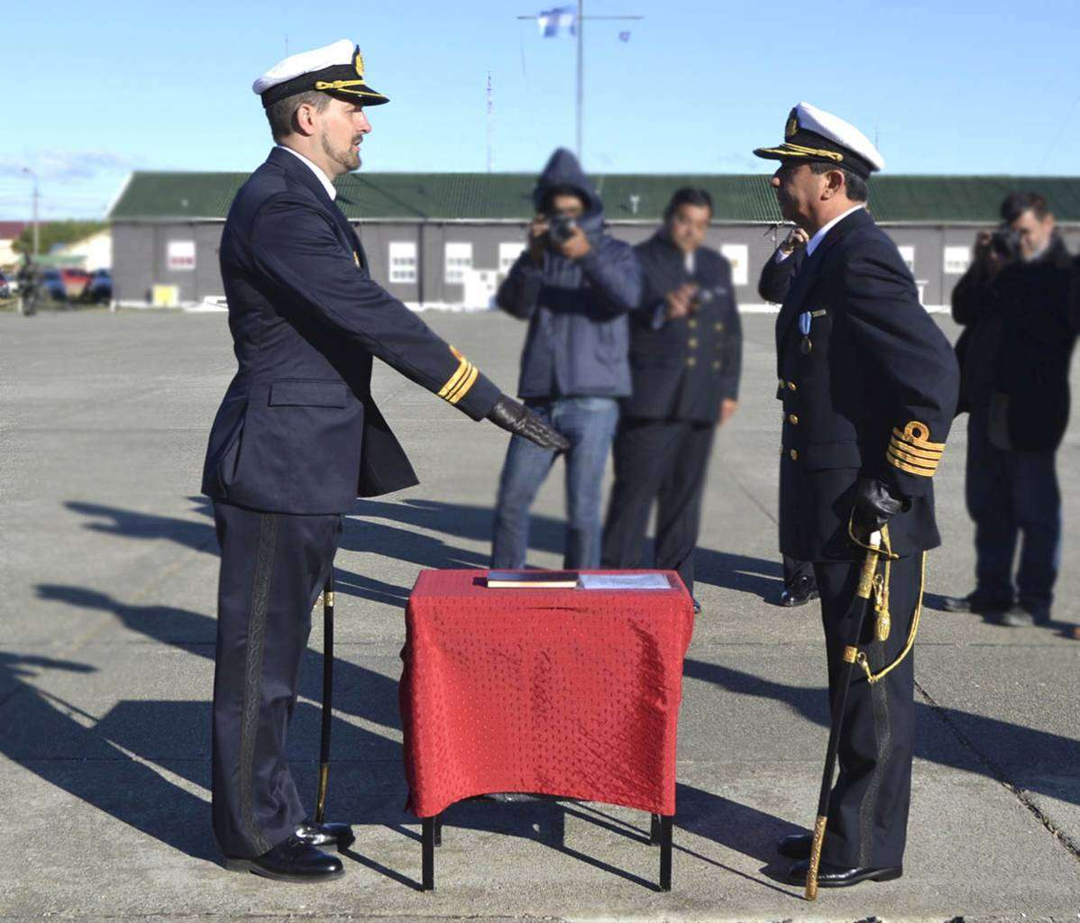 Christian Gabriel De Gregori, al momento de jurar como comandante del Destacamento Naval Río Grande.