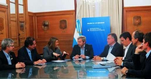 La gobernadora Bertone y Marcelo Córdoba (ATE) ratificaron fideicomiso por viviendas.