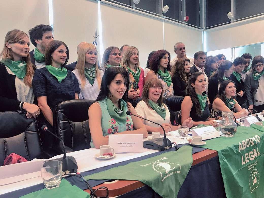 Diputados Y Referentes Feministas Presentaron El Proyecto A Favor Del Aborto Legal En El Congreso